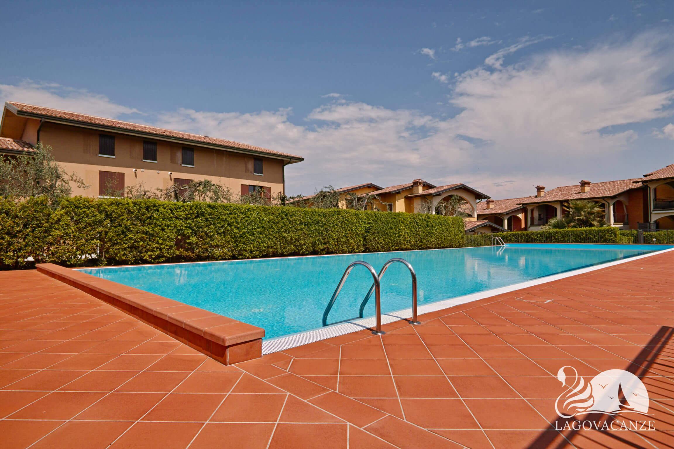 Romantica casa vacanze in residence con piscina a manerba del garda - Hotel manerba del garda con piscina ...